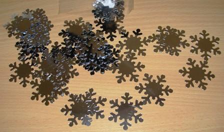 Snowflake confetti