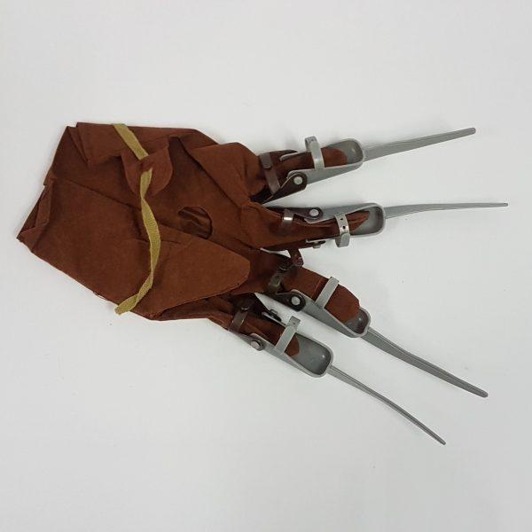 Freddie fright glove