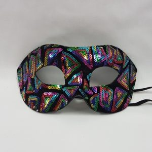 Mask with sequins